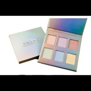 Naked cosmetics holograhic highlighter